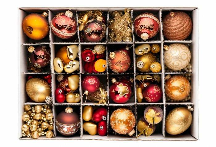 packing ornaments