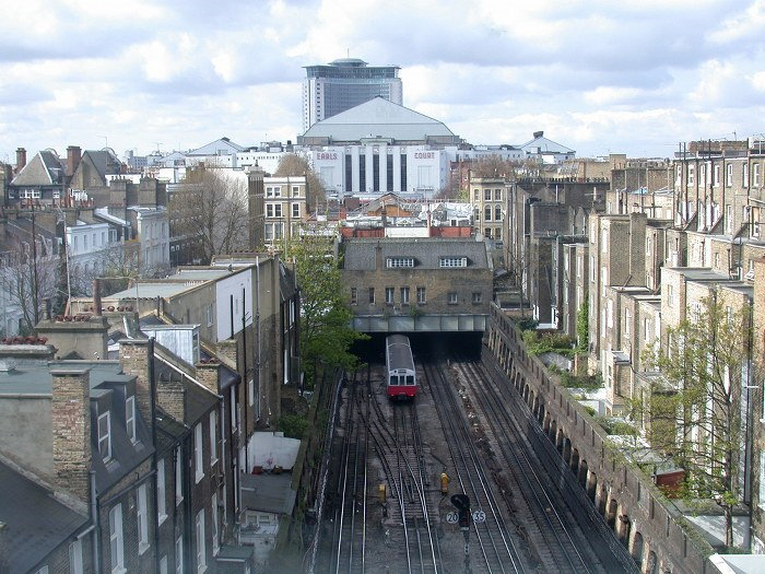 moving services in Earls Court